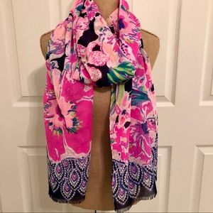 EUC Lilly Pulitzer Resort Scarf Tipping Point